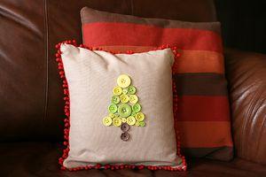 FP Ronda Christmas Tree Pillow 2